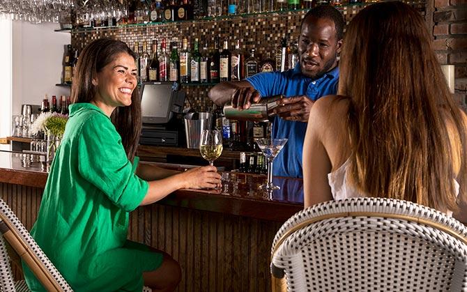Shelter Island Hotel tavern