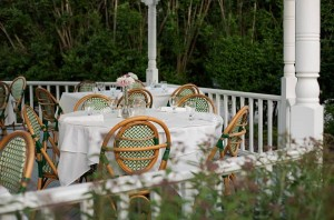 Outdoor dining at Shelter Island House