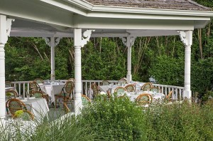 Shelter Island Restaurant offers outdoor dining