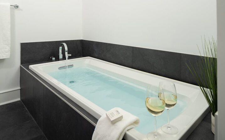 crescent-suite-bath