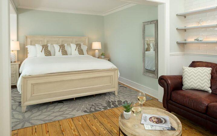 crescent-suite-bed