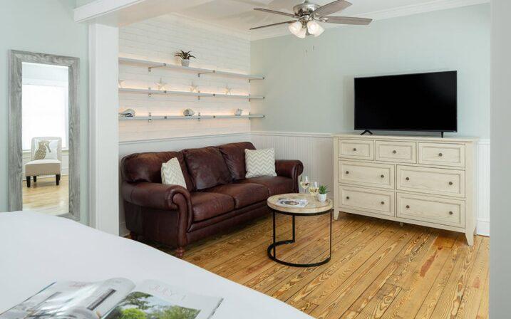 crescent-suite-sitting-area