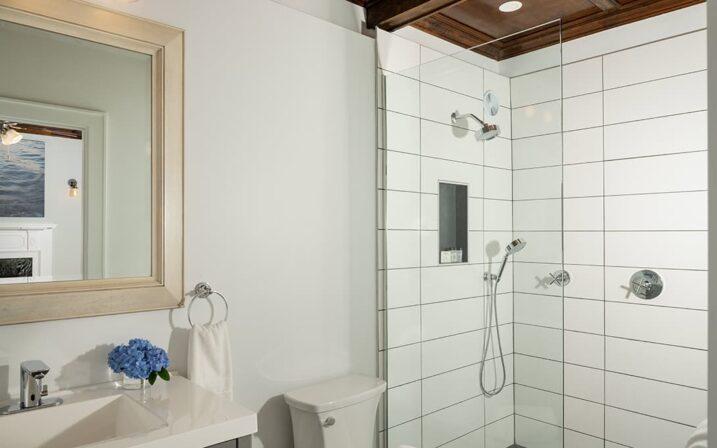 menhaden-suite-bathroom